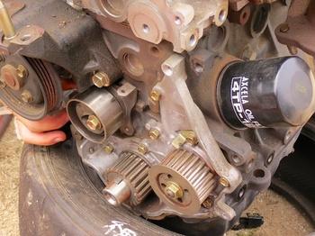 積み替え用エンジンオイルポンプ周辺.jpg